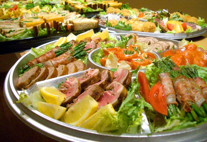 地場の食材を生かしたお料理をケータリング・お弁当でご提供するサービスを行っています。