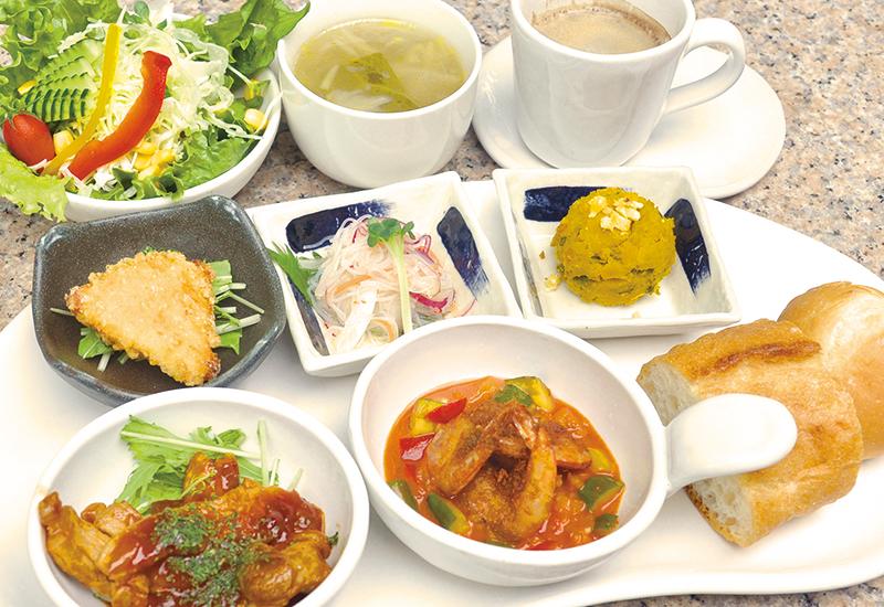 地場の食材を生かしたお料理を、お楽しみください。