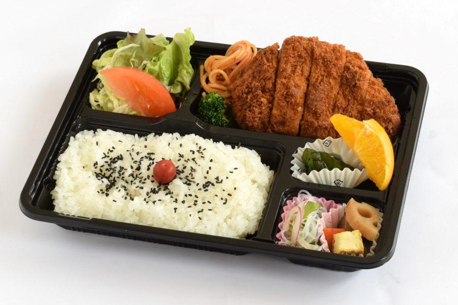 とんかつ弁当900円(税抜)